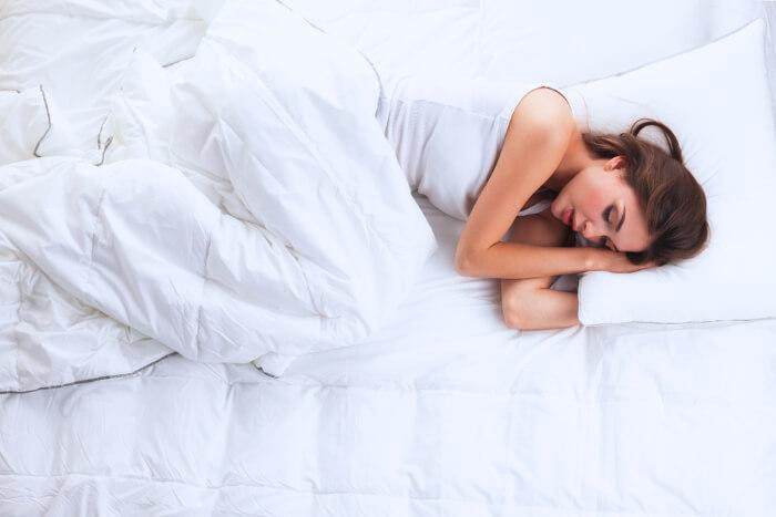 Mejor postura para dormir destacada