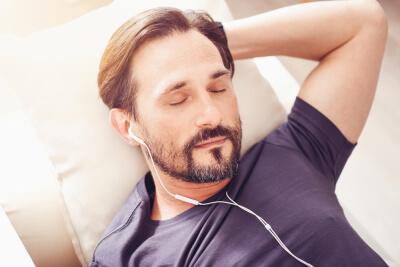 BdD- Ruido blanco hombre descansando